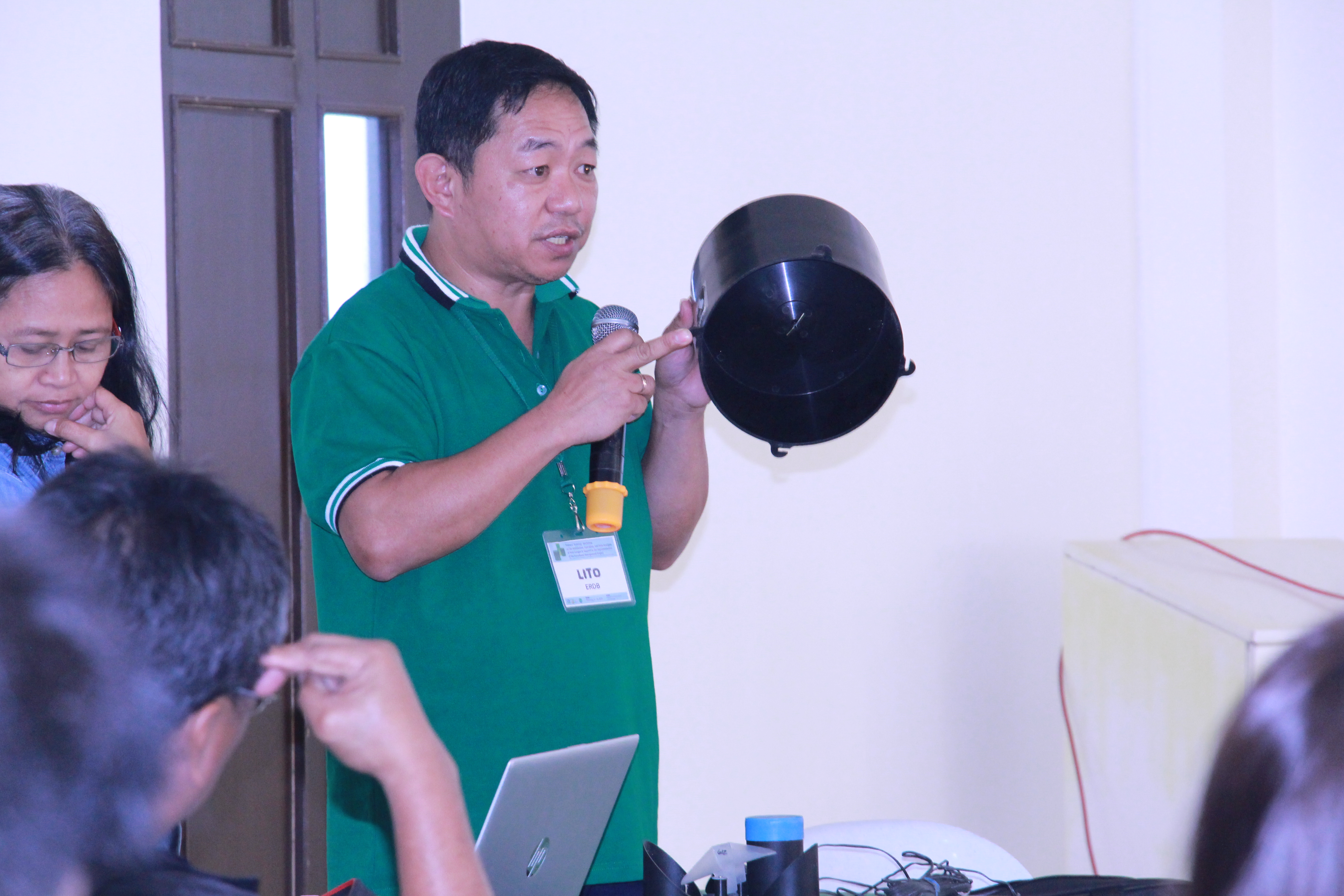For. Hipolito Baldo of ERDB discusses the different parts of a rain gauge during the training of FMP